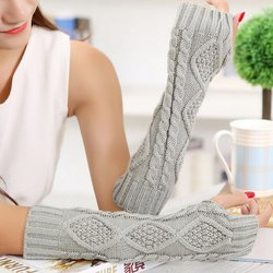 Gray Solid Knitted Casual Handwears