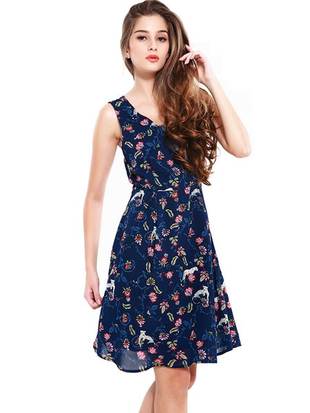 Chiffon Sleeveless Scoop Neckline Swing Dress