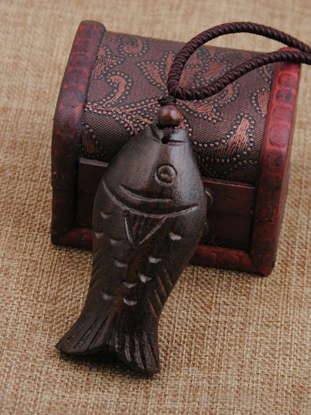Brown Wood Fish Carving Vintage Necklace