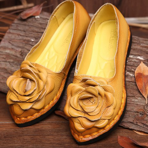 Women's Handwork Leather Flat Flower Pattern Slip-on Shoes