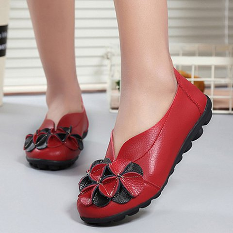 Flower Round Toe Slip On Flats