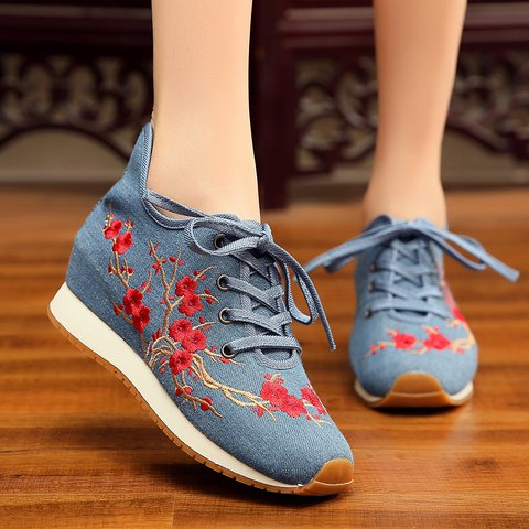 Women Floral Embroidered Platform Lace-up Sneakers