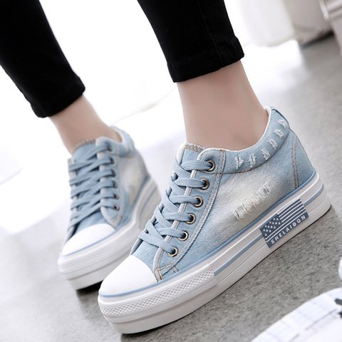 Women's All Season Lace-Up Canvas Sneakers