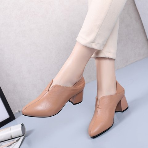 Date Genuine Leather Chunky Heel Round Toe Pumps