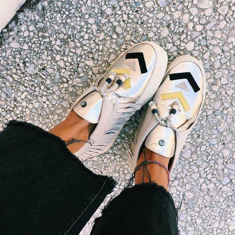Handmade Tassel Lace Up Flat Sneakers