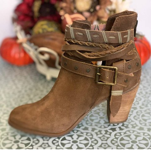 Zip Closure Chunky Heel Casual Boots