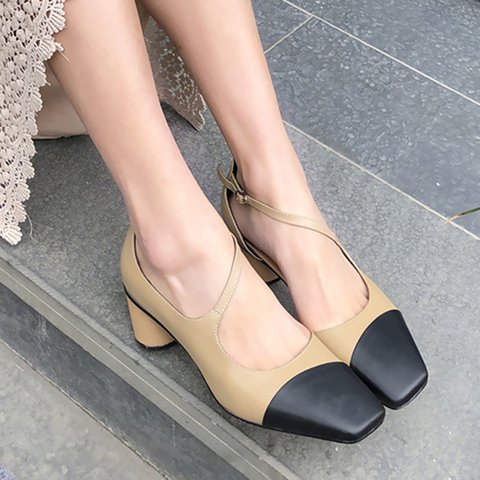 Date Square Toe Chunky Heel Buckle Pumps