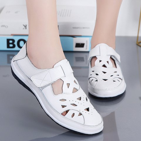 Woman Hollow-out Buckle Flat Heel Round Toe Summer Flats Sandals