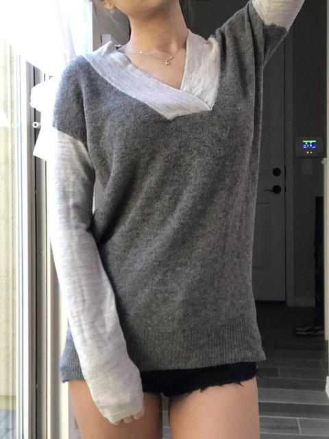 Cotton-Blend V Neck Paneled Long Sleeve Sweaters