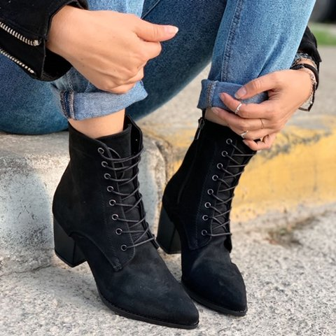 Women Chunky Heel Closed Toe Boots