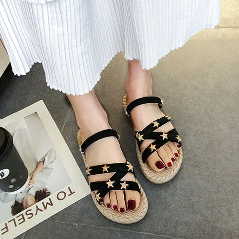 Pi Clue Buckle Casual Sandals