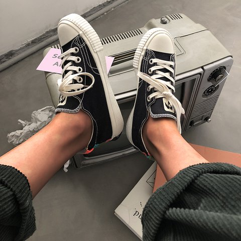 Flat Heel Daily Canvas Solid Sneakers