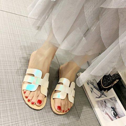 Pi Clue Date Flat Heel Slippers