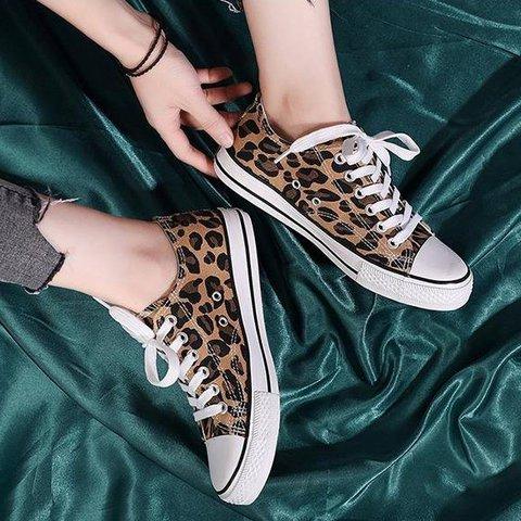 Leopard print Lace-Up Canvas Flats