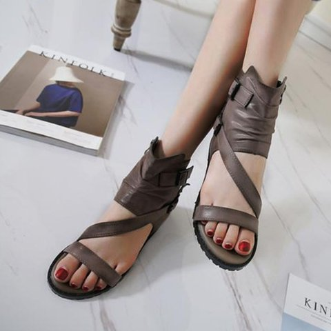 Pi Clue Summer Button Sandals
