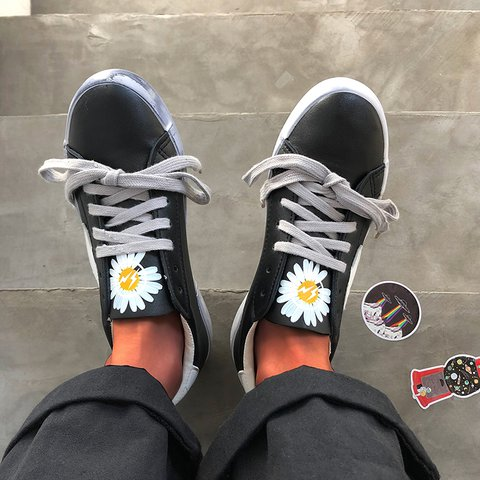 Little Daisy Print Star Patch Lace Up Sneakers