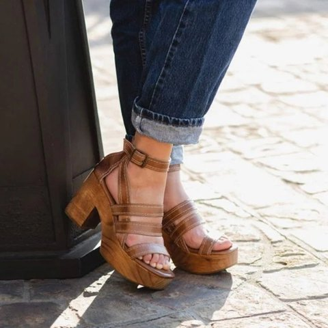 Pi Clue Leather Daily Sandals
