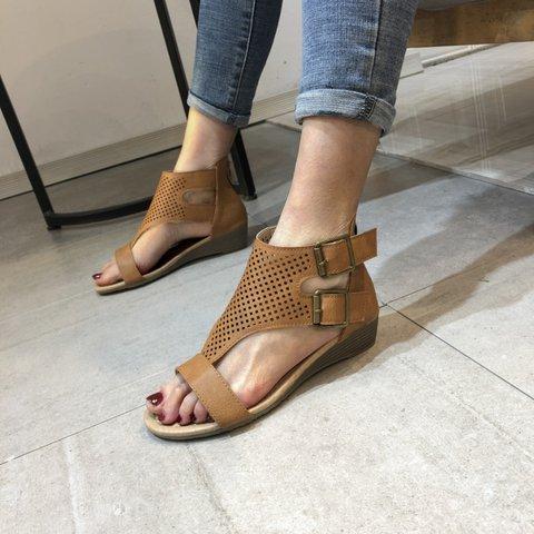 Block Heel Buckle Sandals