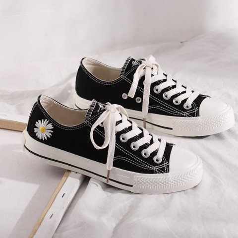 Daisy Embroidered Lace-up Canvas Shoes