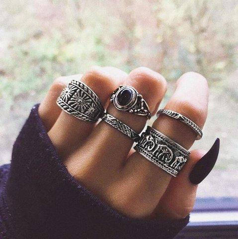 One Set Of 5 Vintage Rings