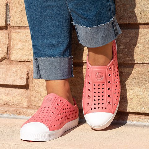 Women Comfy Hollowed out Slip-on Water Shoes