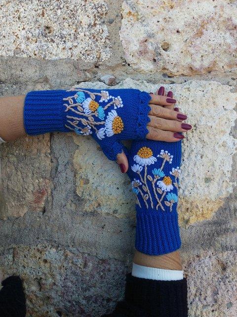 Blue Knit Fingerless Gloves