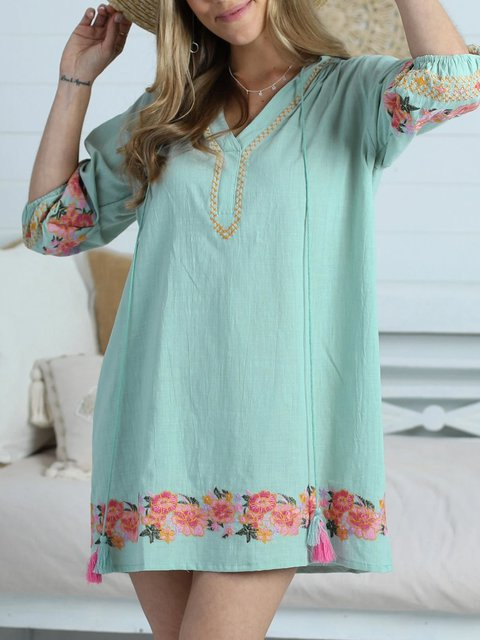 A beautiful holiday style loose print casual country country dress