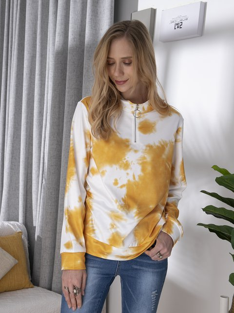 Long-sleeved turtleneck top and tie-dye casual sweatshirt